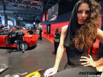 Hottest Booth babe ever @ Paris Motoshow